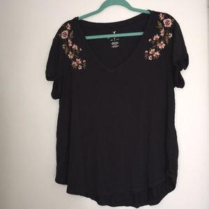 Grey American eagle tee with embroidered flowers